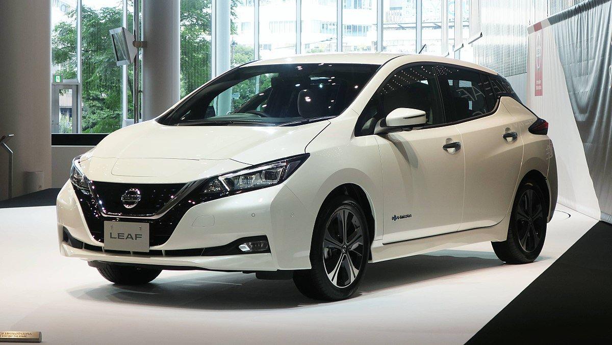 2017-08-1_NissanLeafZE1_NissanGlobalHeadquarters_Wikimedia-Qurren