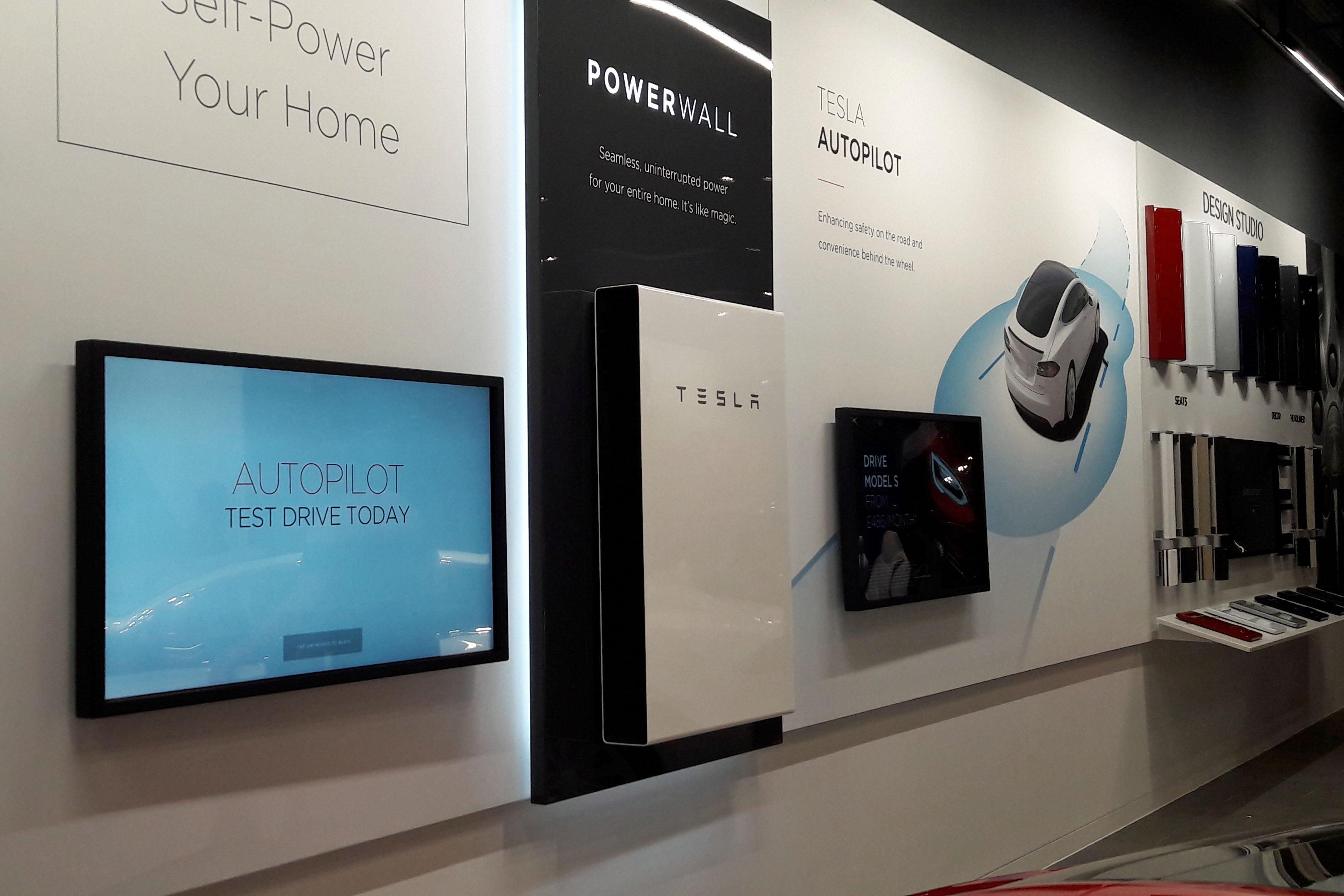 20170718-135254_Tesla-Powerwall_Showroom_TLarkum_c