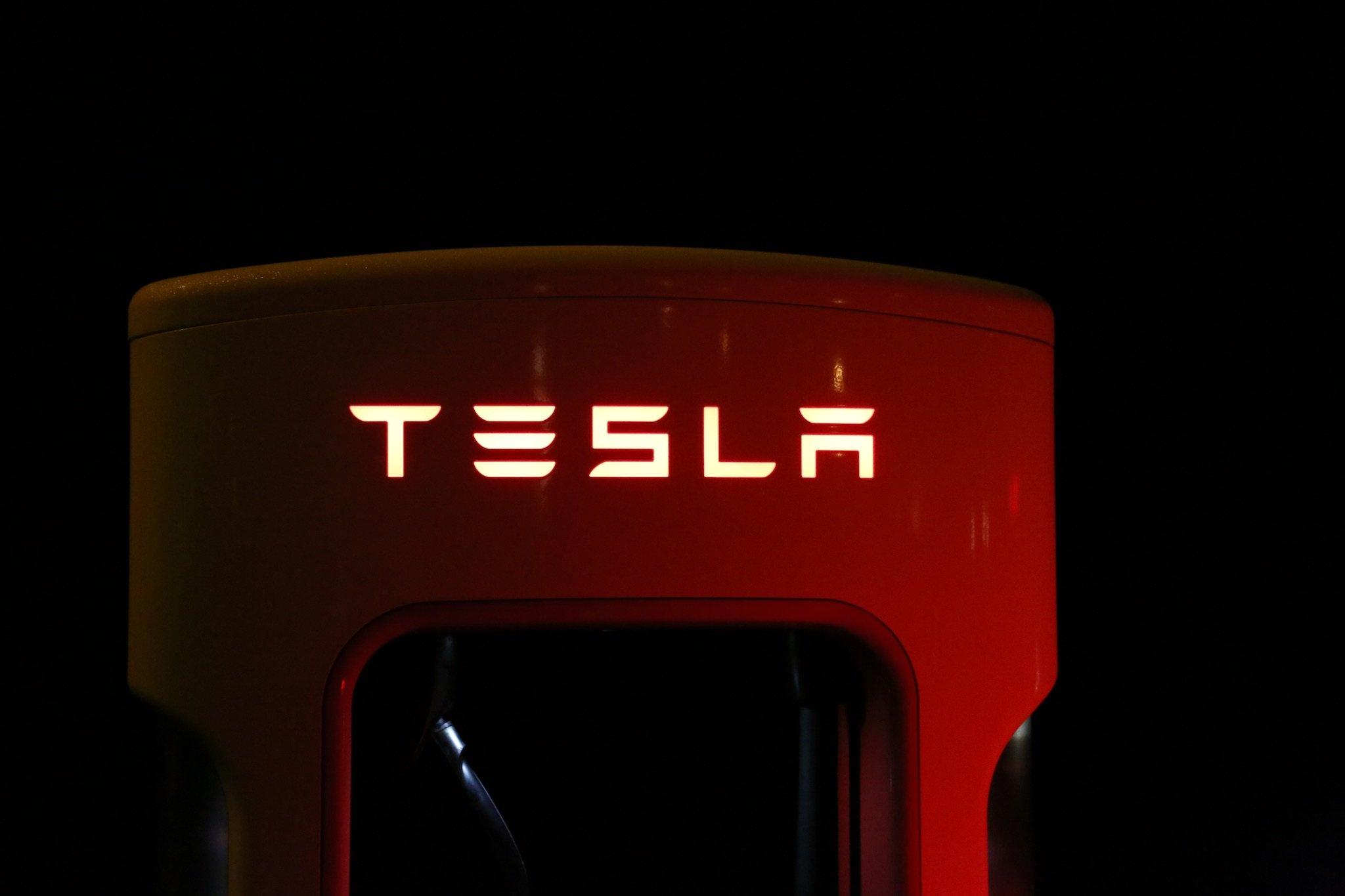 258083_Tesla_Charger_Pexles-Pixabay