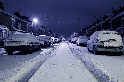 275924-340_CarsParked_SnowStreetNight_Pixabay-free