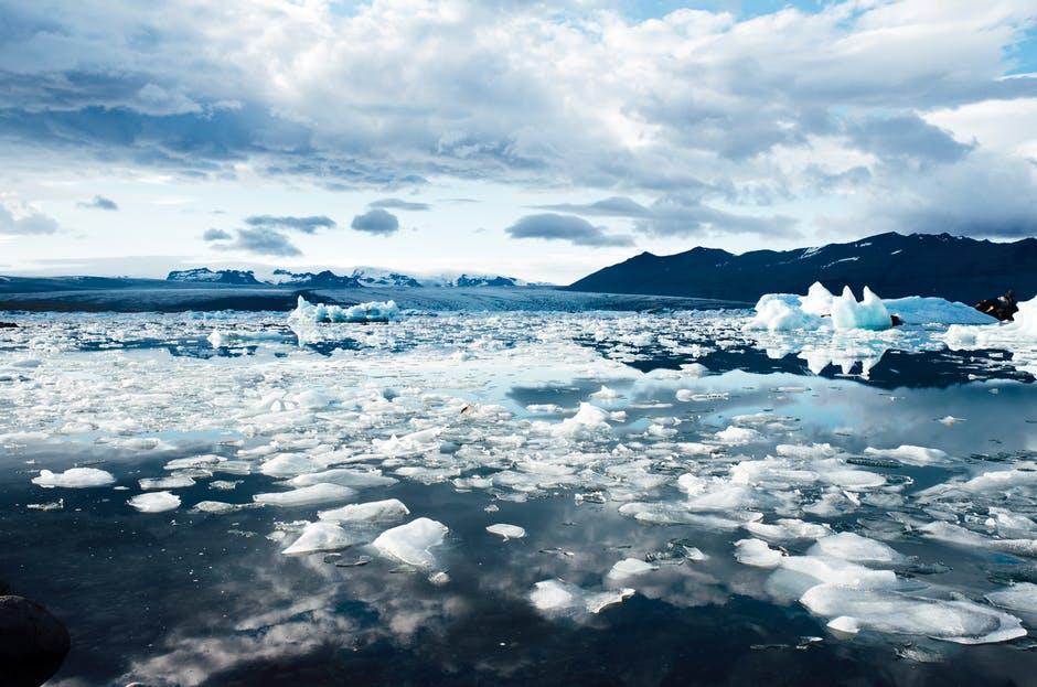 Iceberg_Glacier_Climate-change_Pexles-Jaymantri