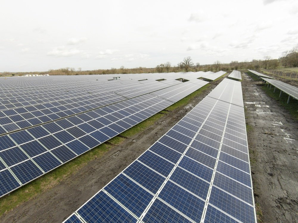 large solar farm in England producing electricity-1
