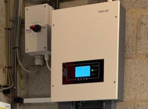 Level 3 Backup: Battery Inverter with Whole House Changeover Switch (Image: Tanjent)